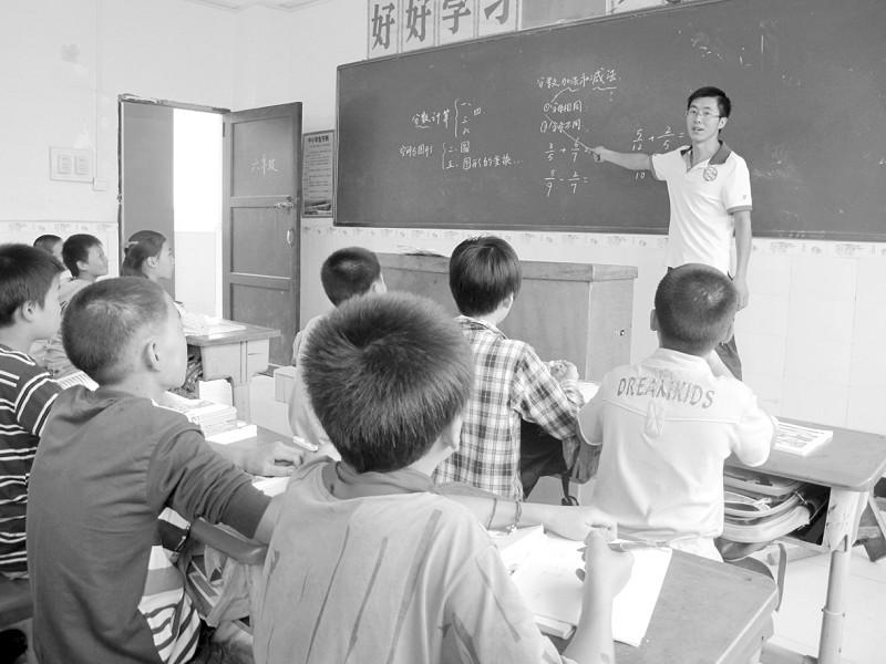 张云飞/张云飞在为孩子们上课